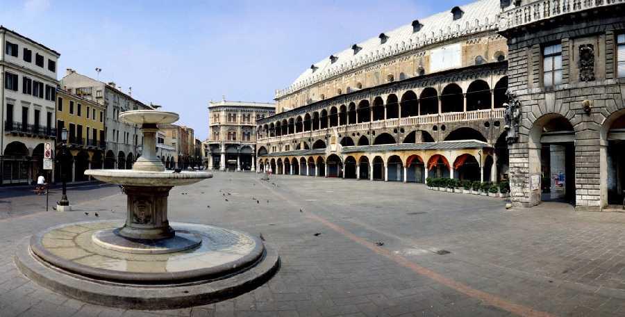 Padova-Piazza-delle-Erbe-Imc